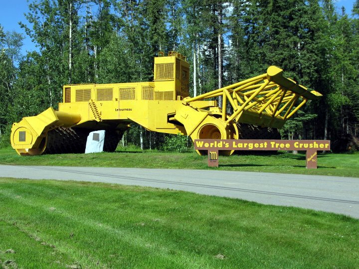 World's largest tree crusher – Маккензи, Британска Колумбия, Канада