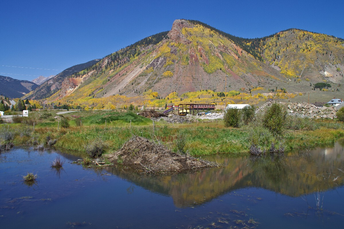 Durango & Silverton Narrow Gauge railroad – Animas river, Колорадо