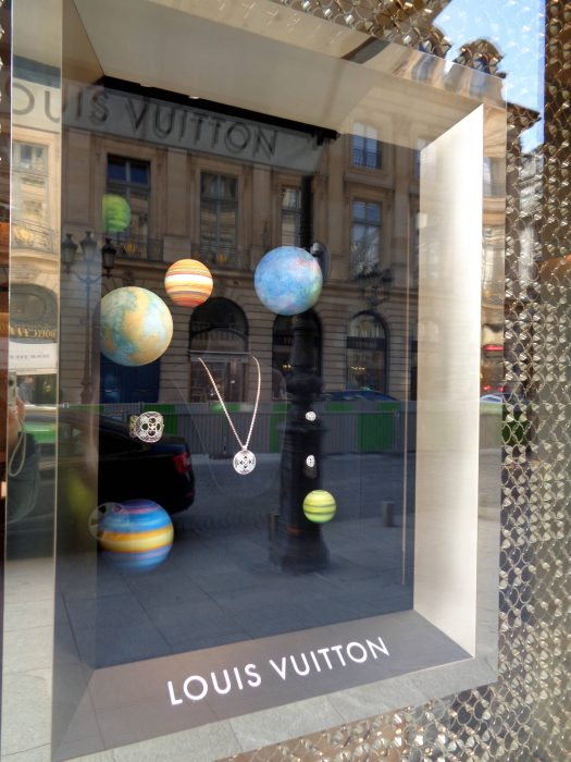 """Луи Вюитон"" (Louis Vuitton) на площад Вандом – Париж, Франция"